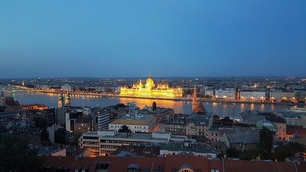 Palatul Parlamentului Budapesta noaptea