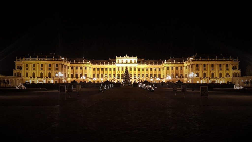 schonbrunn-palace-night